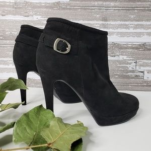 Sale 🎉 Cathy Jean Black Suede Heeled Booties